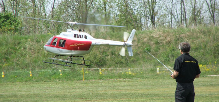 Quando gli adulti usano elicotteri radiocomandati